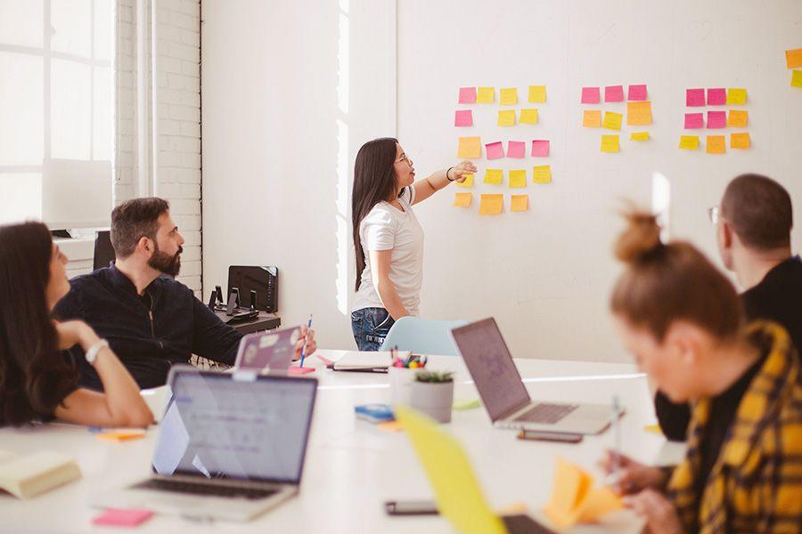 Wertewandel bei jungen Arbeitnehmer*innen: Flache Hierarchien, Eigenverantwortung & flexibles Arbeiten.