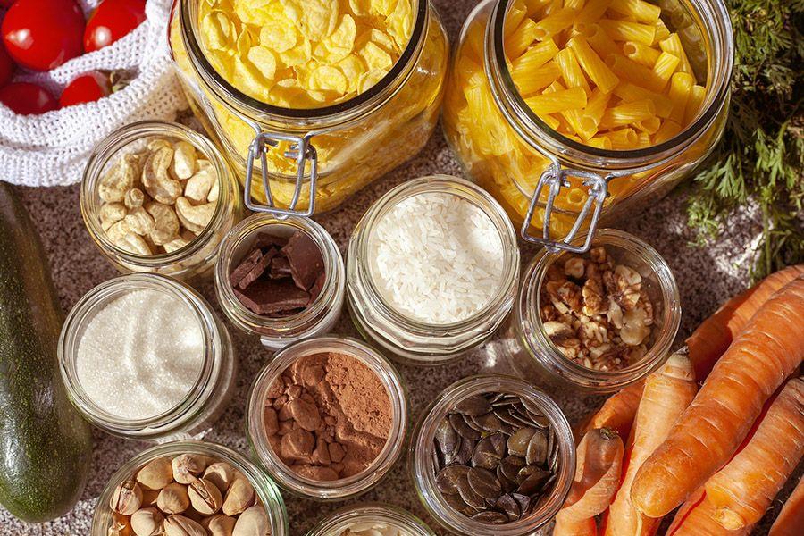 Unverpackte, in Gläser abgefüllte, Lebensmittel