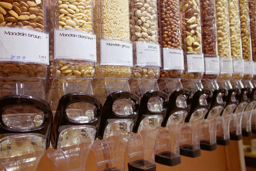 Behälter zum Abfüllen von Nüssen im Unverpackt-Laden
