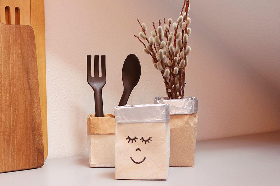 Tetrapack Upcycling: Blumenvasen aus Milchtüten basteln