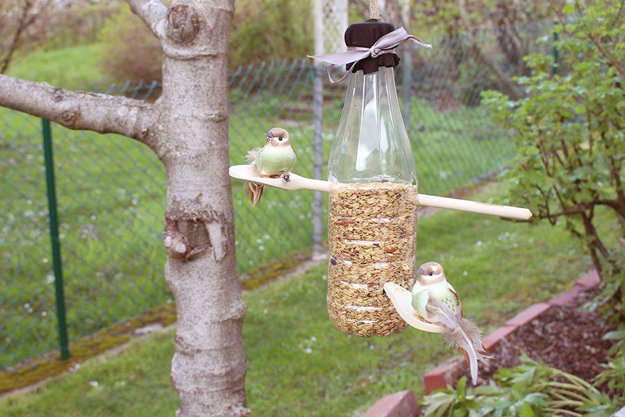 DIY Vogelfutterhaus bauen aus alten PET-Flaschen