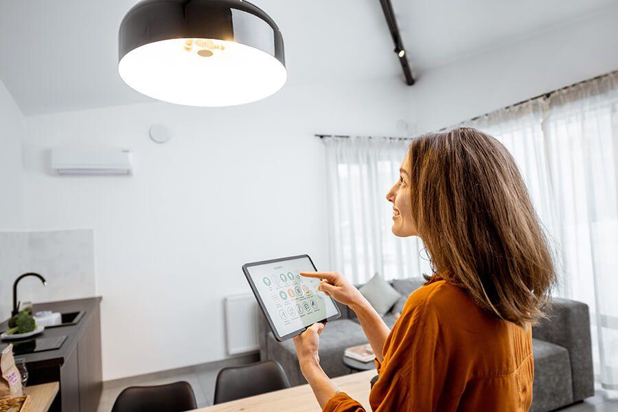 Smart Home Lichtschalter © Shutterstock: RossHelen